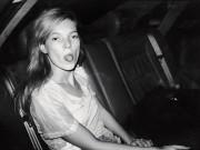 Schirn: Paparazzi - Mouron, Kate Moss, 1992