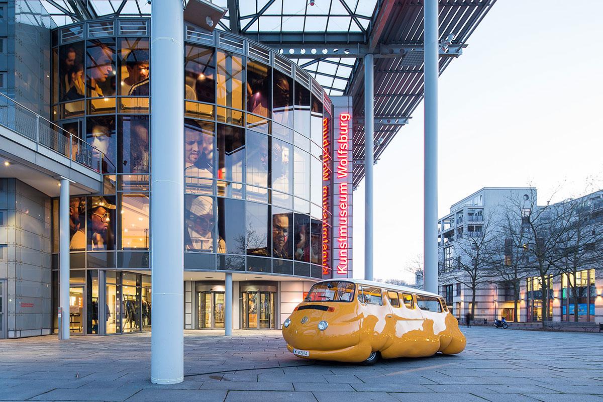 Erwin Wurm - Fichte - Kunstmuseum Wolfsburg